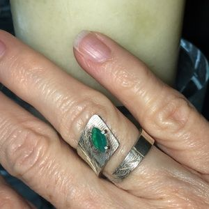 Jewelry - Wrap ring with green stone